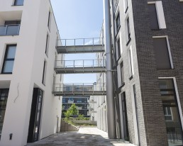 View between two buildings into the inner courtyard