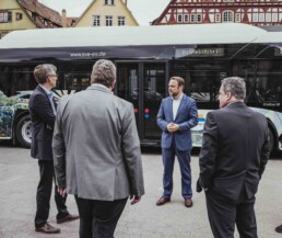 Status quo discussion in front of a bus of the municipal transport company Esslingen am Neckar