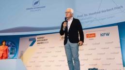 Prof. Dr. Fisch auf der Bühne des Energiewende-Kongresses 2019